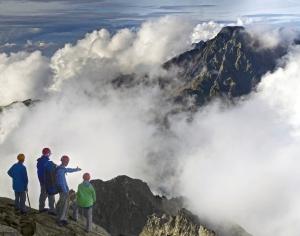 Вершины хребта Ле-Гранд-Рус в облаках